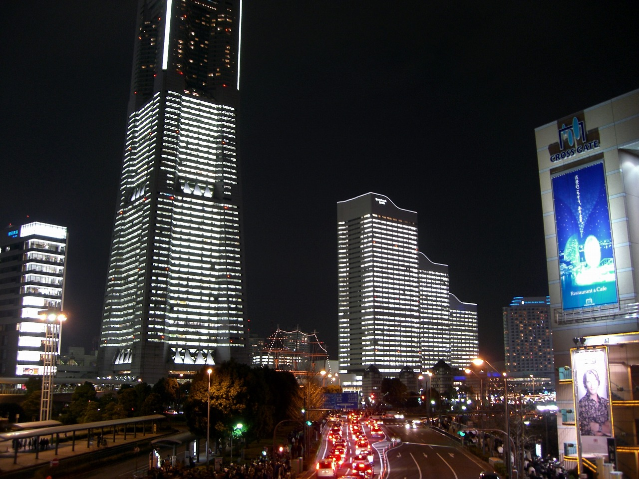 Landmark tower viewed from Sakuragicho station