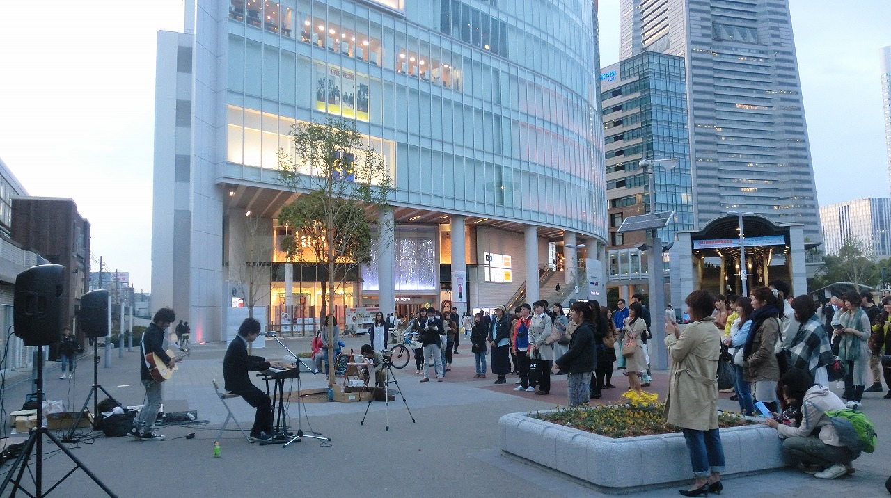 Street concert in front of Sakuragicho station